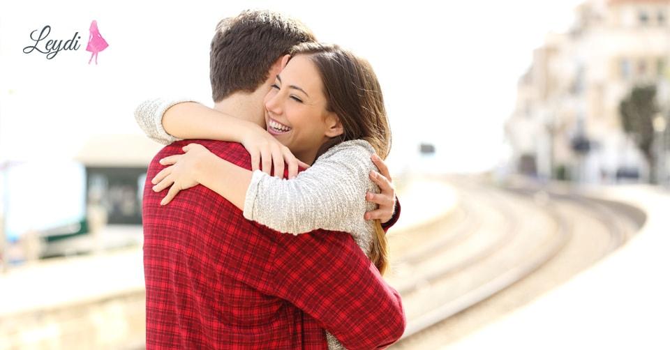 Bir Kisinin Sizi Sevdiyini Anlamagin 7 Yolu Munasibətlər Leydi Az